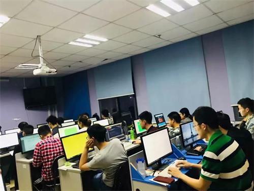 零基础跨行参加达内IT培训,他们是怎么拿到高薪的?